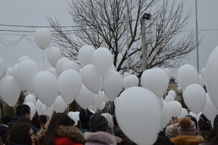 В Курске запуском белых шаров вспомнят убитого первоклассника