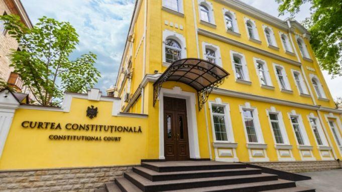 Возможно ли уголовное преследование судей КС во время исполнения мандата? Врио Генпрокурора просит от Конституционного суда толкование