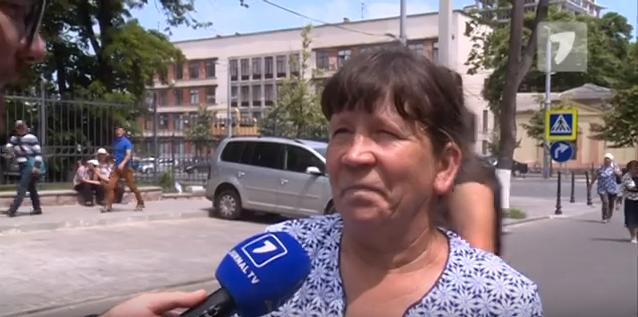 (Видео) Самая искренняя «протестующая»: Признает, что получила 500 леев за то, что протестовала возле КС: «Достаточно, что получили, спасибо» - nokta