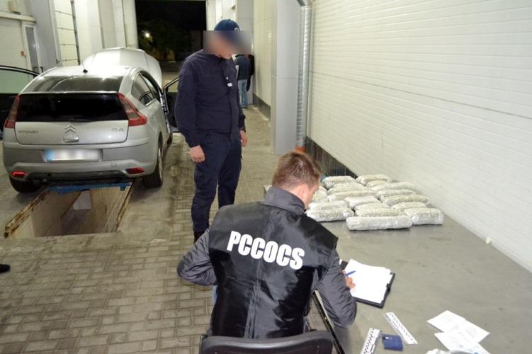 В Молдове арестована машина с наркотиками на 1 млн леев. Их везли из ЕС в Россию