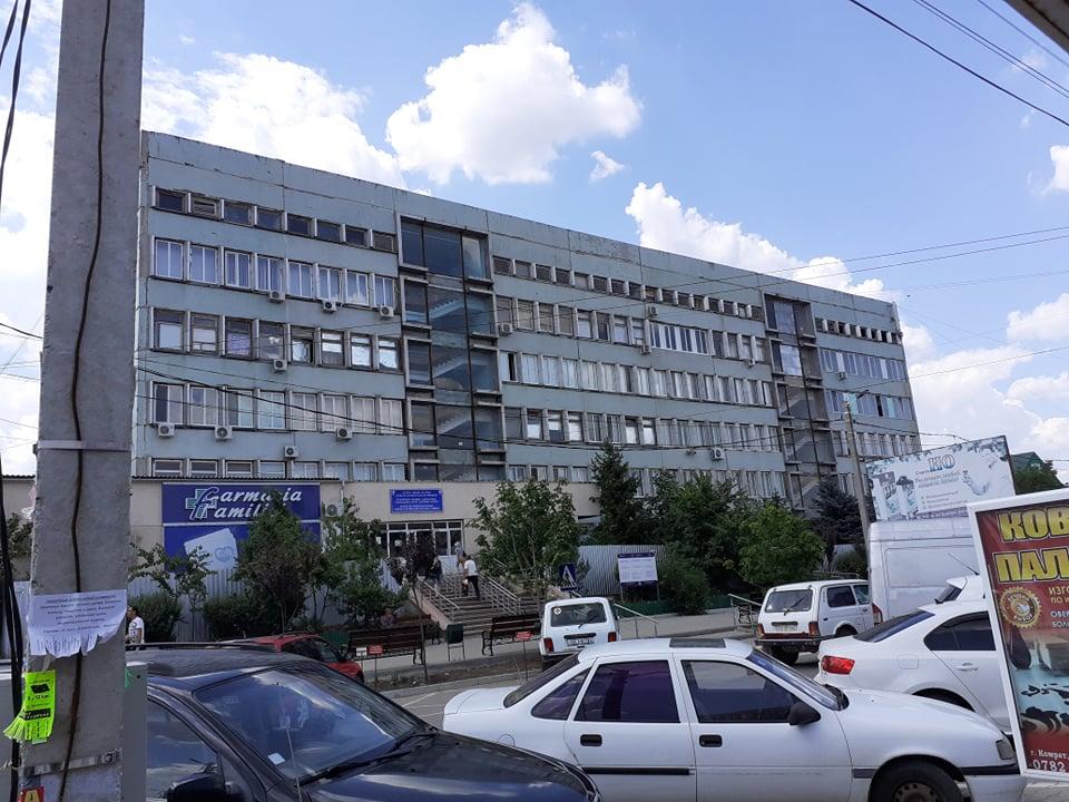 Где окна? Башкан Гагаузии добивается отстранения от должности директора АРР Гагаузии. Это связано с ремонтом Комратской поликлиники