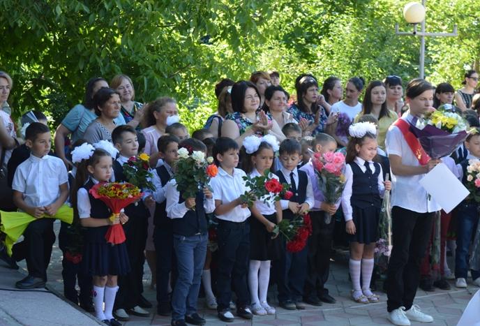 Мода или дисциплина? Что нужно знать о школьной форме в учебных заведениях Молдовы