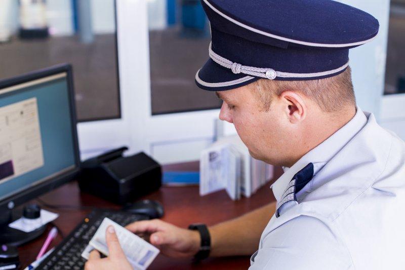 Румынский паспорт за 150 евро: Гражданина Молдовы задержали на границе с поддельными документами