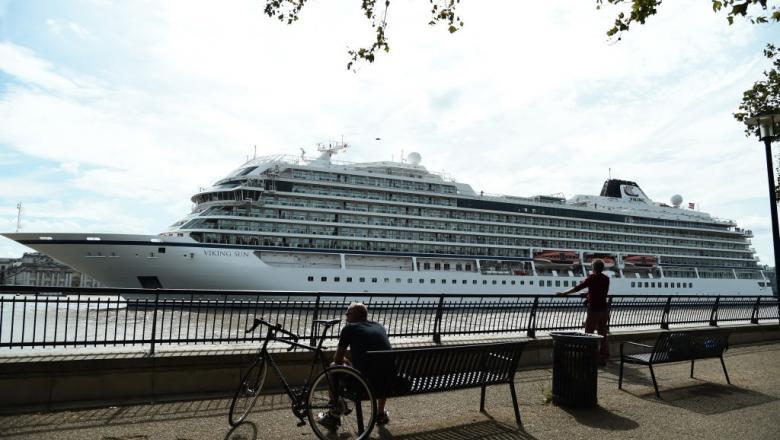 Как выглядит роскошный корабль, который отправился в самый длинный круиз по всему миру? Сколько стоит 245-дневная поездка