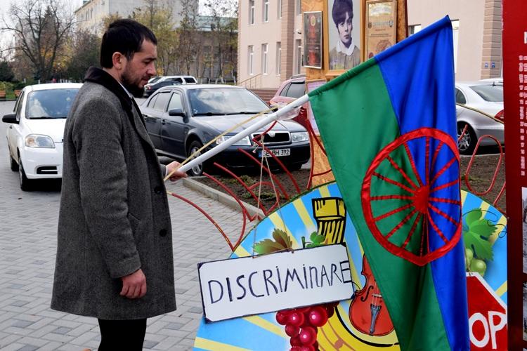 «Не позорьте Гагаузию!». На Фестивале вина в Комрате для ромов не оказалось места, а мирную акцию протеста организовать запретили