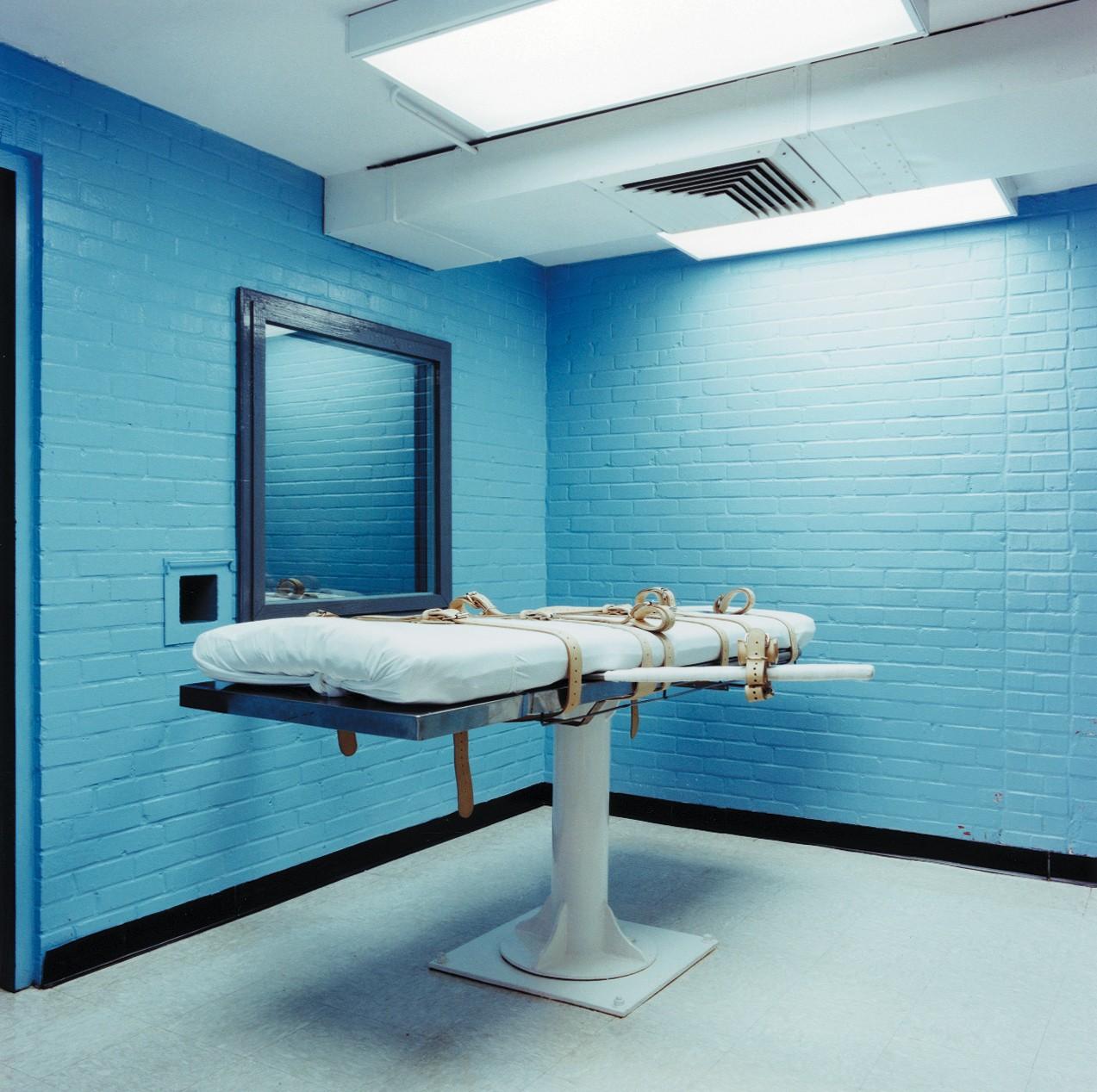 Американца, осужденного по обвинению в убийстве, помиловали за несколько часов до казни