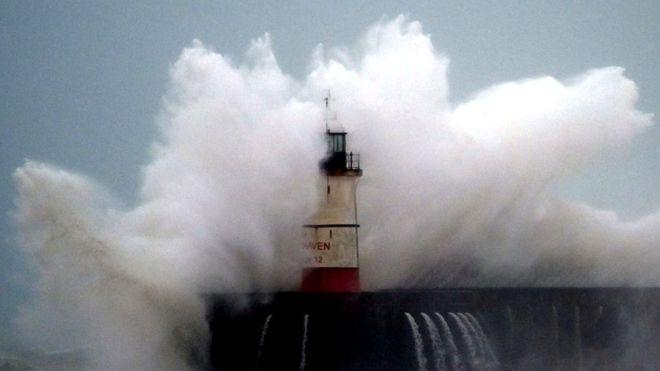 На Британию обрушился мощный ураган «Киара»