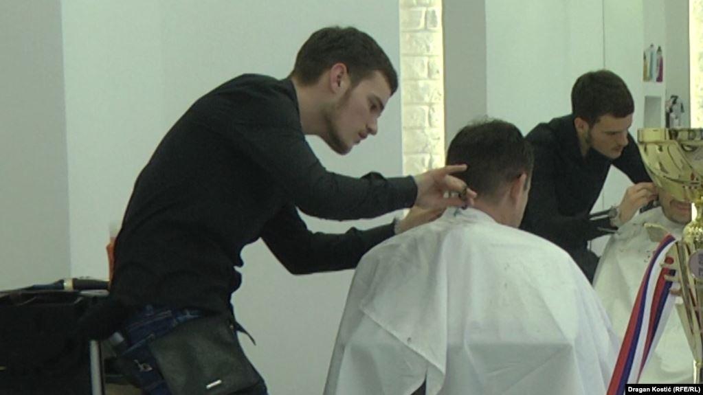 В Туркменистане мужчинам-сотрудникам госучреждений запретили после 40 лет красить седые волосы