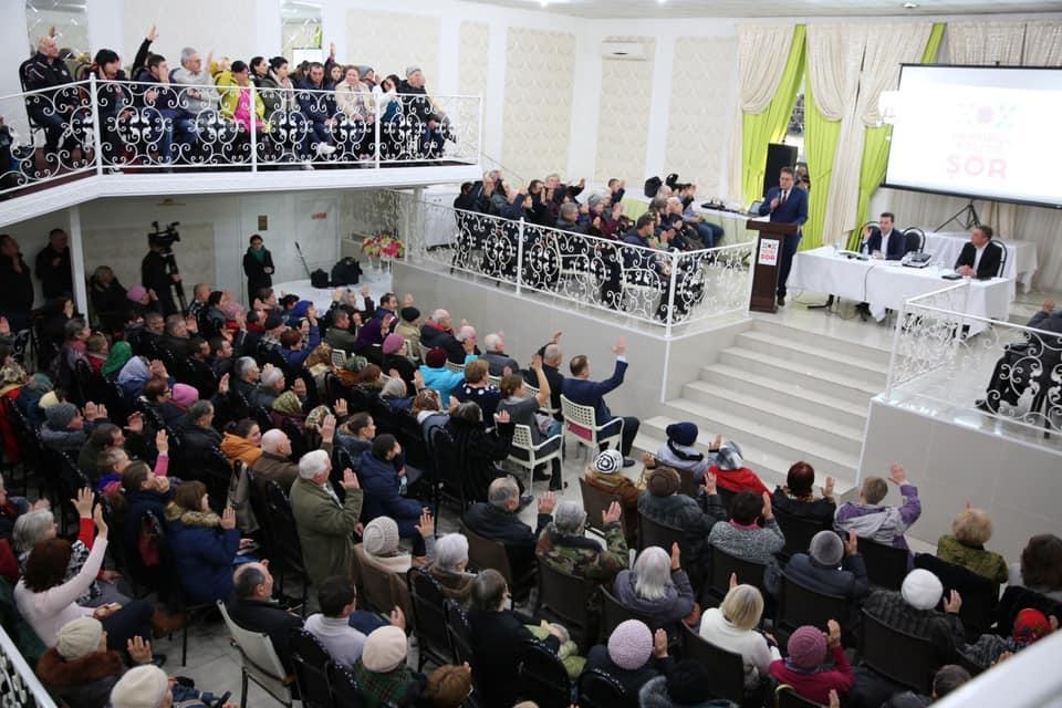 Партия «Шор» выдвинула кандидата в округе № 38. ЛП обвиняет партию в «электоральной взятке»: «Людям дали пакеты и отвезли в OrheiLand»