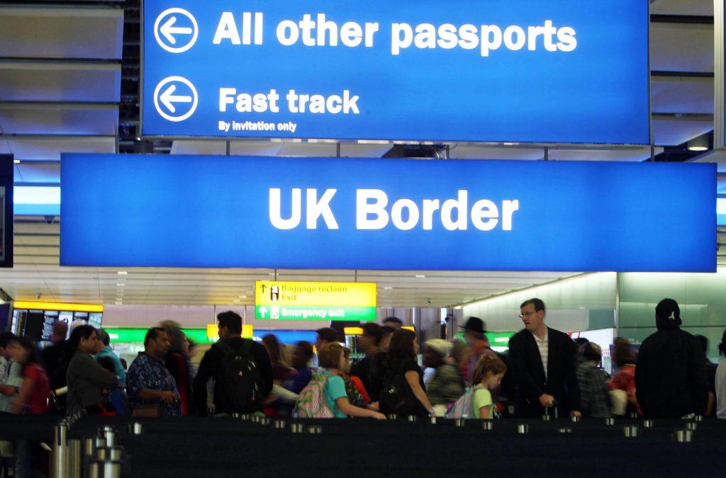 В Британии хотят изменить миграционные правила: больше специалистов, меньше гастарбайтеров